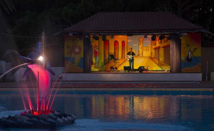 cena spettacolo piscina blackmarlin